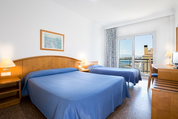 Triple room (Large bed + single bed) with partial sea view
